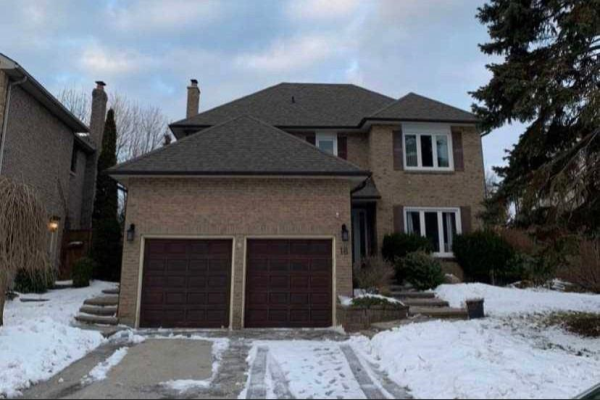 18 Woodlawn Crt, Whitby