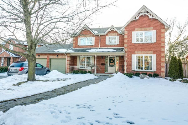 35 Woodhaven Cres, Whitby