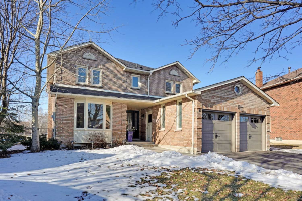 8 Pickersgill Crt, Whitby