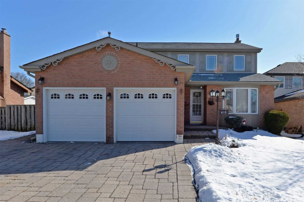 613 Cowan Circ, Pickering