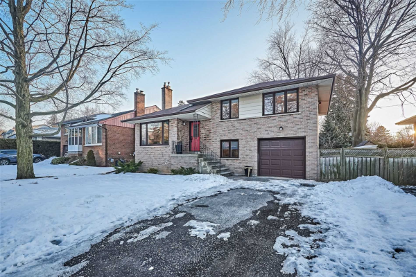 50 Cathedral Bluffs Dr, Toronto