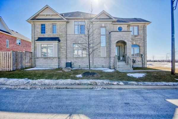 57 Turnerbury Ave, Ajax