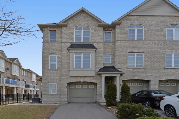 3 Burnsborough St, Ajax