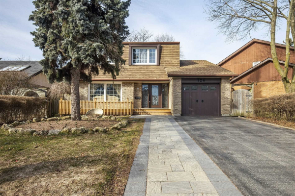 724 Cobblers Crt, Pickering