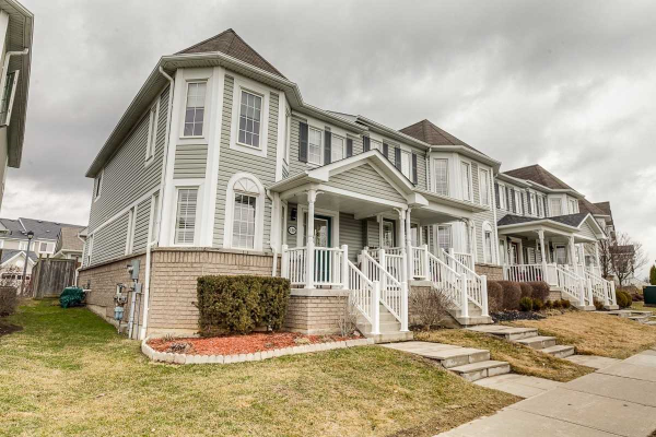 130 Carnwith Dr E, Whitby