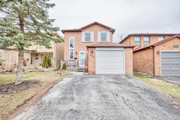 678 Sultana Sq, Pickering