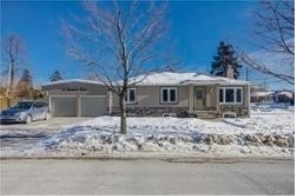 61 Farmbrook Rd, Toronto