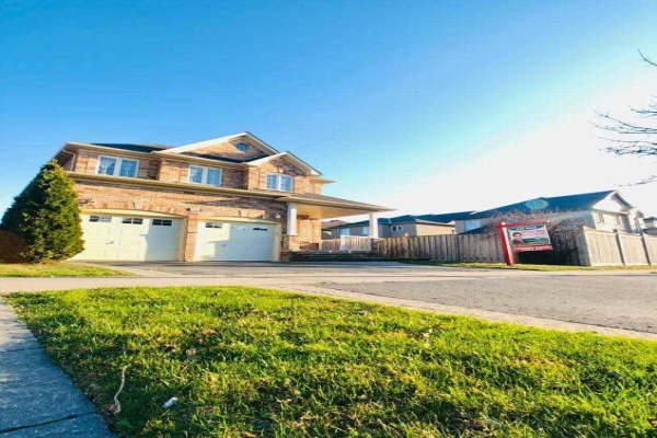 105 Fencerow Dr, Whitby