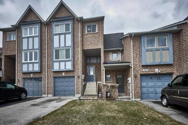 320 Sparrow Circ, Pickering