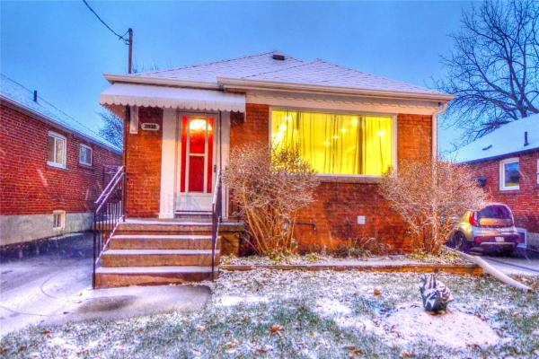 2939 St Clair Ave E, Toronto