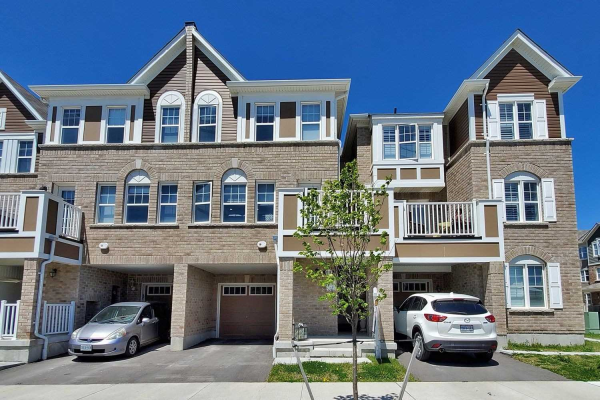 1038 Dragonfly Ave, Pickering