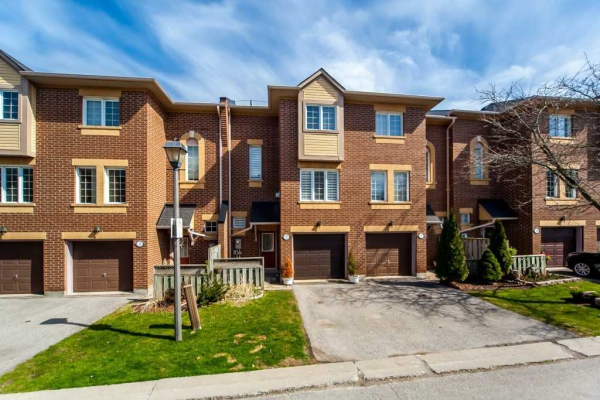 1735 Walnut Lane, Pickering