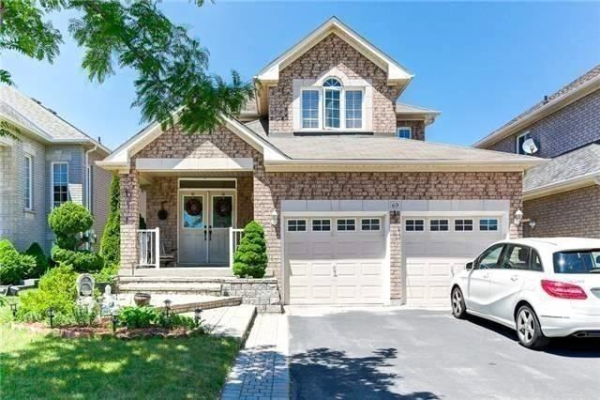 69 Ian Fleming Cres, Whitby