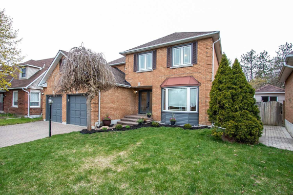 18 Robert Adams Dr, Clarington