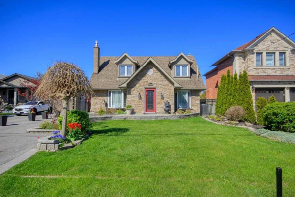 566 Rougemount Dr, Pickering