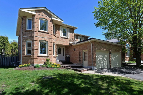 15 Maplewood Dr, Whitby