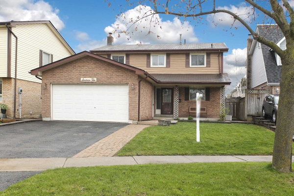 1610 Alwin Circ, Pickering