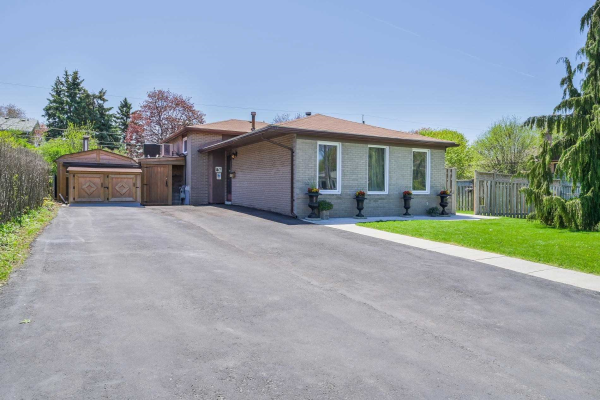 765 Krosno Blvd, Pickering