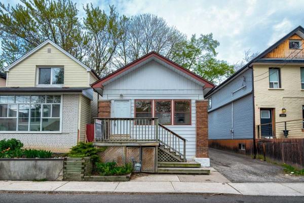 1031 Craven Rd, Toronto
