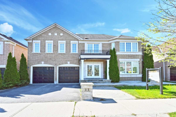 11 Alden Sq, Ajax