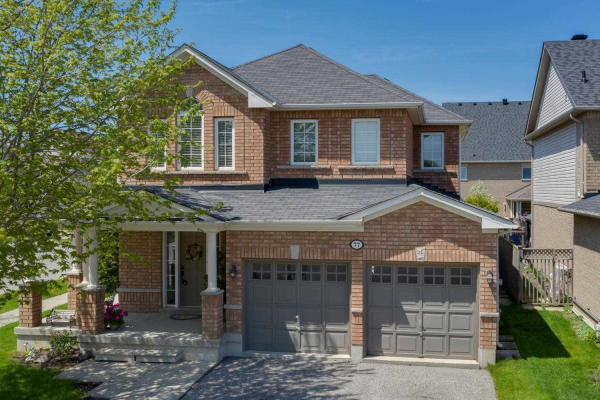 77 Chimney Hill Way, Scugog