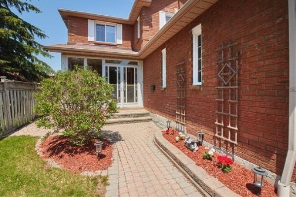 4 Keeble Cres, Ajax