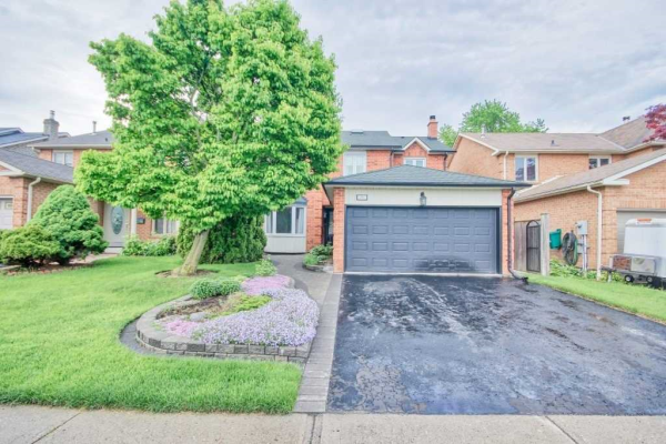 79 Linton Ave, Ajax