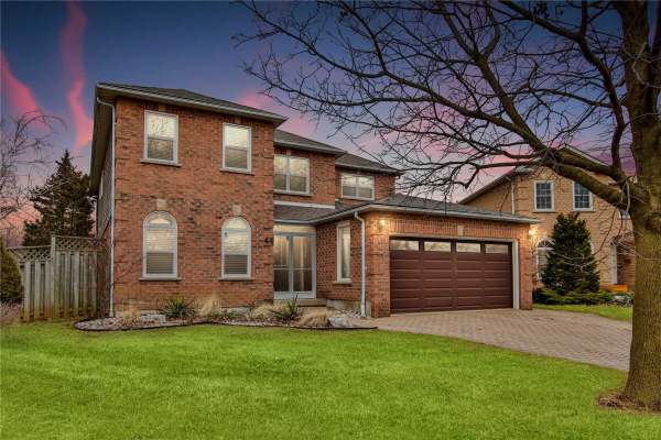 44 Flint Cres, Whitby