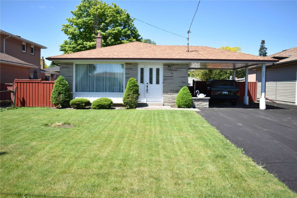 802 West Shore Blvd, Pickering