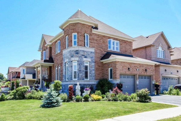 33 Roma Dr, Whitby