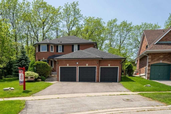 709 Sandcastle Crt, Pickering