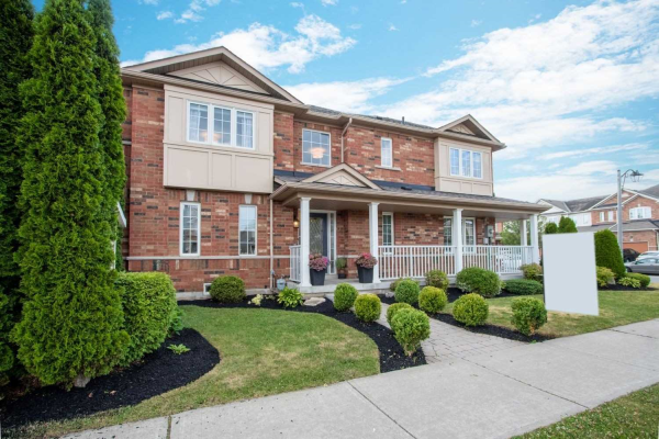 90 Presley Cres, Whitby
