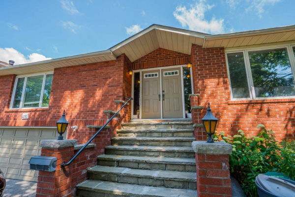 416 Sheppard Ave, Pickering