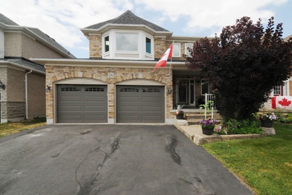 84 Lady May Dr, Whitby