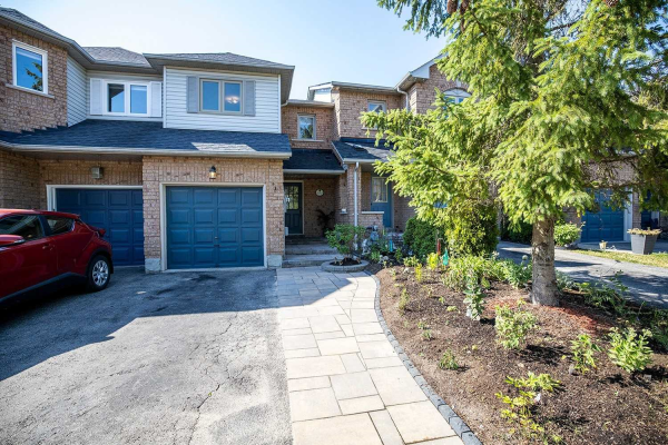 323 Sparrow Circ, Pickering