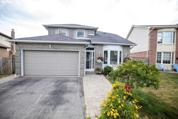 22 Wood Dr, Whitby