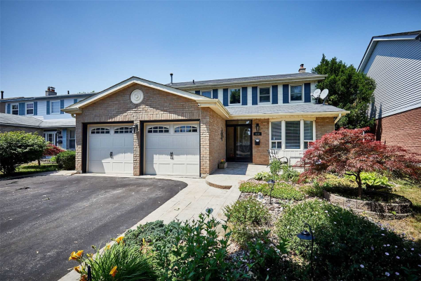 612 Cowan Circ, Pickering