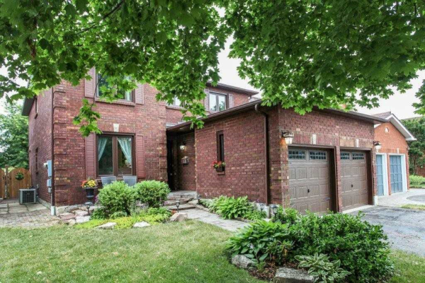 9 Keeble Cres, Ajax