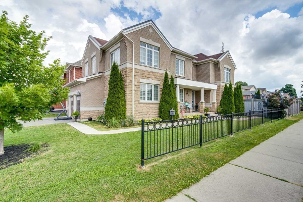 1 Neill Ave, Whitby