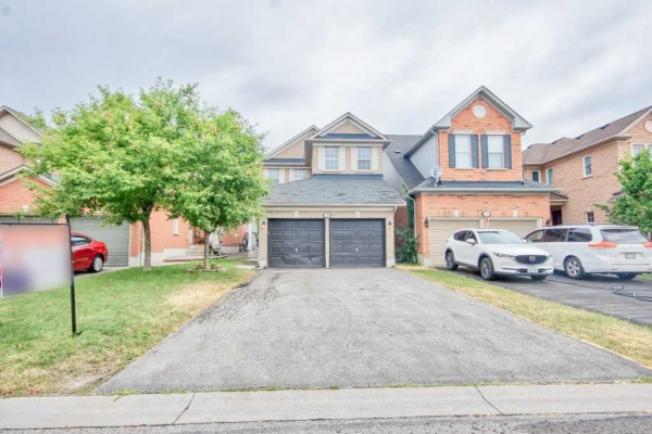 28 Lafayette Blvd S, Whitby