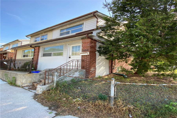 902 Woodbine Ave, Toronto