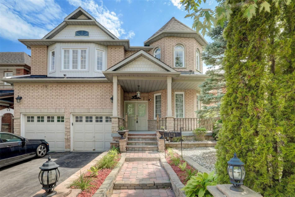 879 Voyager Ave, Pickering