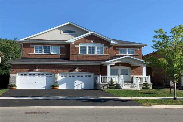 36 Promenade Dr, Whitby