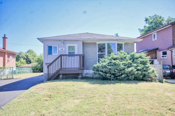 889 Antonio St, Pickering