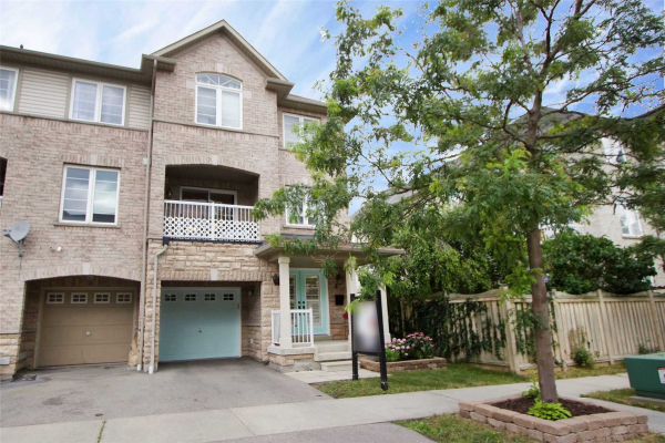 4 Burnsborough St, Ajax