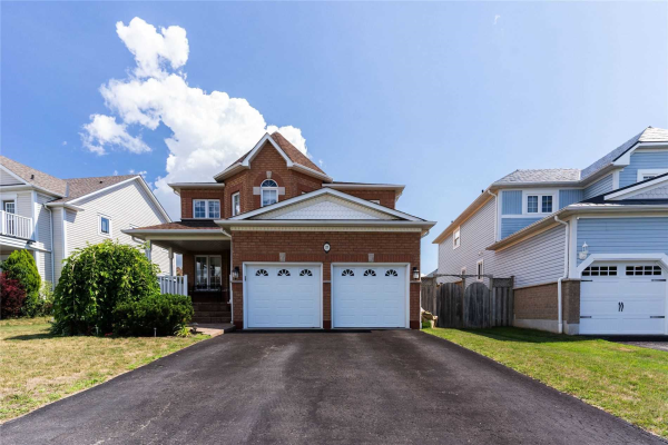 17 Four Winds Dr, Whitby