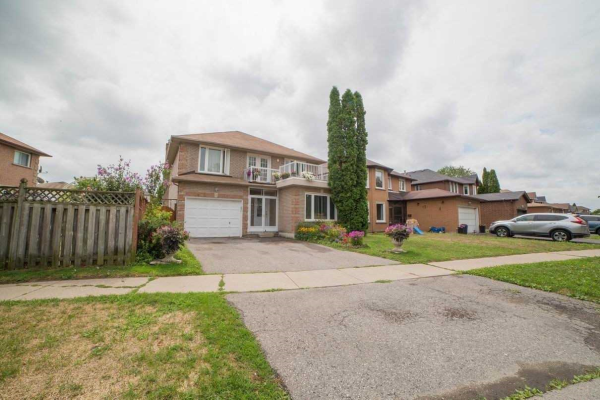 2475 Linwood St, Pickering