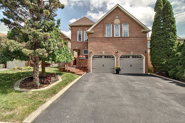 3 Woodward Dr, Whitby