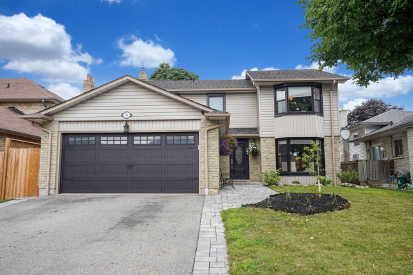 35 Hialeah Cres, Whitby