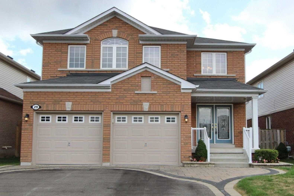 29 Harkness Dr, Whitby